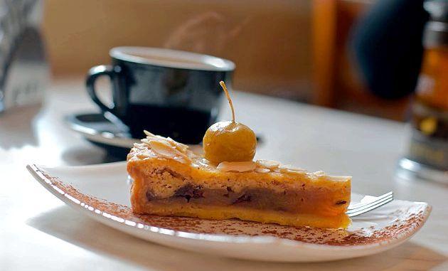 Вегетаріанської пиріг: морквяно-яблучно-апельсиновий