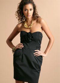 Вибираємо аксесуари до чорної сукні