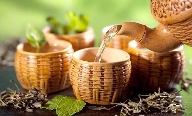 Чудові маски для обличчя з чорного і зеленого чаю (рецепти)