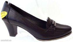 Жіноче взуття великих розмірів